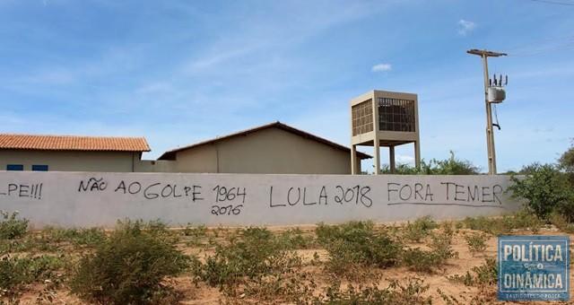 Mensagens de apoio ao PT dominam escola (Foto: Gustavo Almeida/PoliticaDinamica.com)