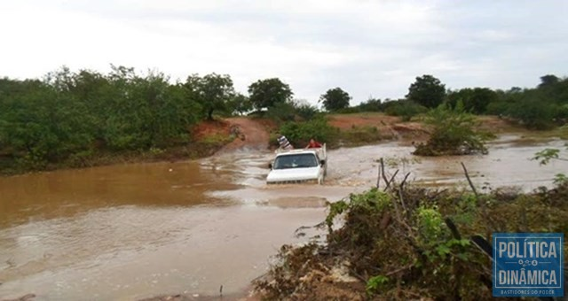 Nos períodos chuvosos, riachos dificultam acesso ao município (Foto: Lídio Paes de Lima)
