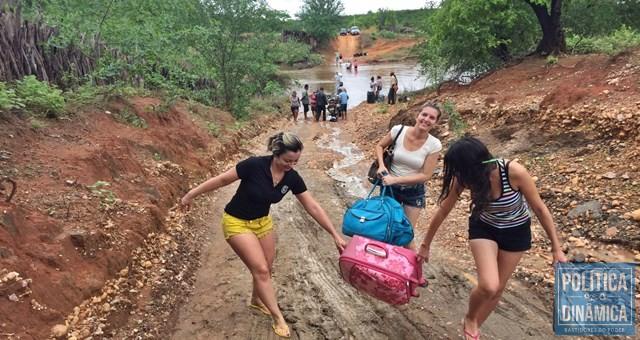 Riachos impediram tráfego em 2016 (Foto: Divulgação/Prefeitura de Dom Inocêncio)