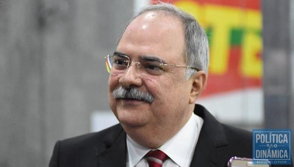 Osmar Júnior afirma que Wellington tem criado cargos para enfrentar a crise (Foto:JailsonSoares/PoliticaDinamica.com)