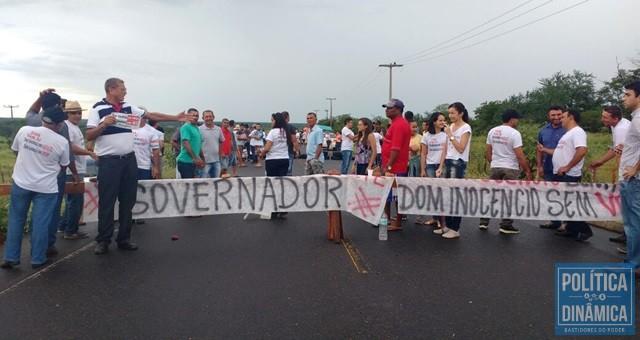 Populares cobram asfaltamento para Dom Inocêncio (Foto: Derlizandra Marques)