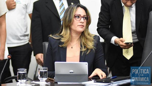 Secretária nega as denúncias e diz que Editora Brasil apresentou selo de exclusividade (Foto:JailsonSoares/PoliticaDinamica.com)