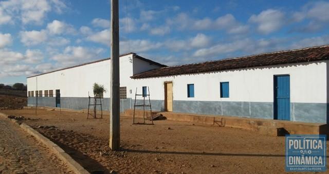Escola do povoado Salgado, o maior do município, é uma das mais afetadas com a suspensão do serviço desde o 1º semestre (Foto: PoliticaDinamica.com)