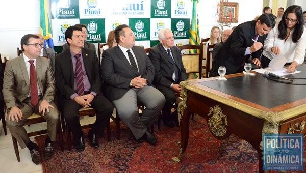 Governador assina decreto de nomeação de novos gestores. (Fotos: Jailson Soares / Política Dinâmica)