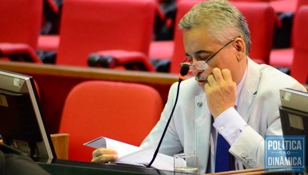 De acordo com Robert, o governador tem evitado colocar em prática os conselhos da oposição sobre a crise.