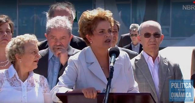 W. Dias ao lado de Lula (atrás de Dilma) após Câmara afastá-la em 2016 (Reprodução/NBR)