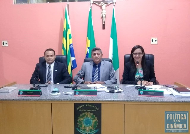 CASAL NO PARLAMENTO Gustavo Almeida Política Dinâmica
