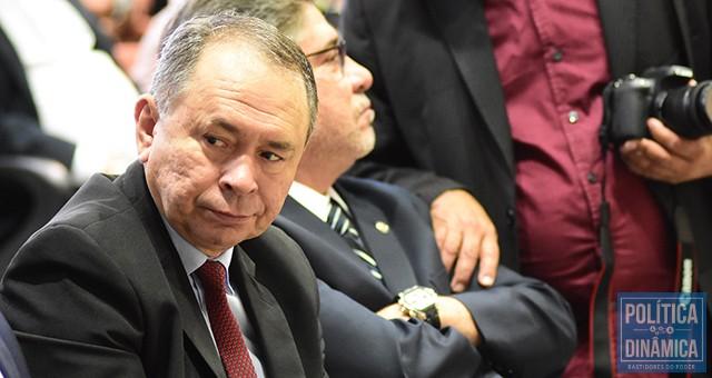 babd145c77e727 Aproveitando a ausência de Rafael e o governo vazio por conta da campanha,  Antônio Neto