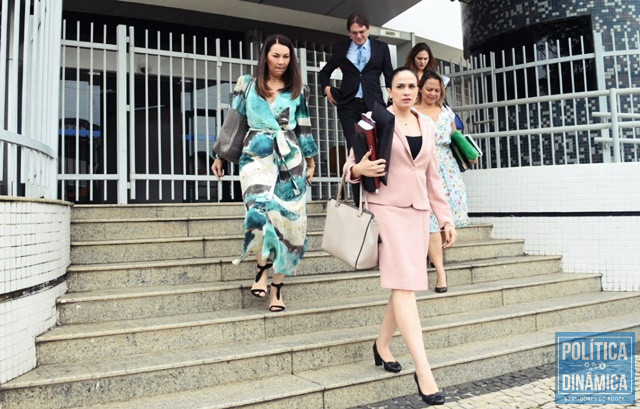 Margarete e advogados de Carmelita deixando o TRE (Foto: Jailson Soares/PoliticaDinamica)