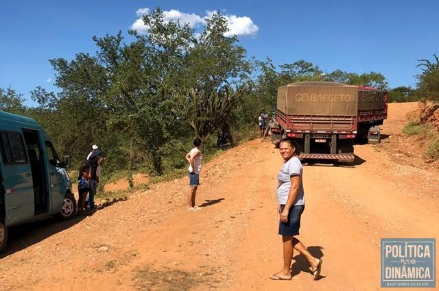 a2e4f000 Trecho sem asfalto dificulta acesso à cidade de Dom Inocêncio (Foto: Kileu  Dias)