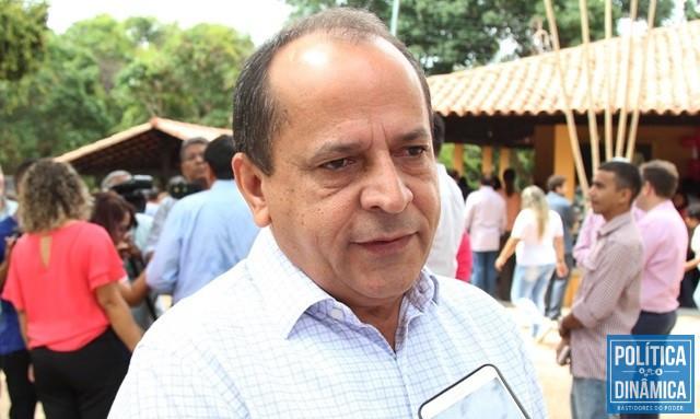 Hélio fez calçamento sem aval do município (Foto: Jailson Soares/PoliticaDinamica.com)