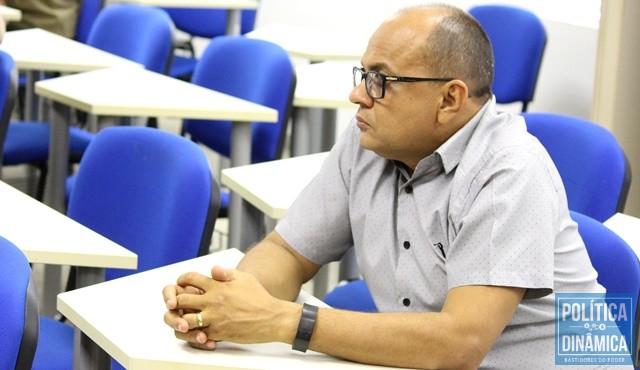newest 5cfa9 0a09c Exatamente como um aluno comportado, Neto do Angelim vai obedecer o  prefeito (Foto
