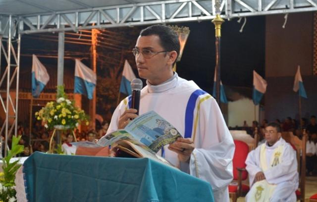 Sacerdote concorre ao cargo de prefeito no Piauí (Foto: Reprodução/Portal Duscocais)
