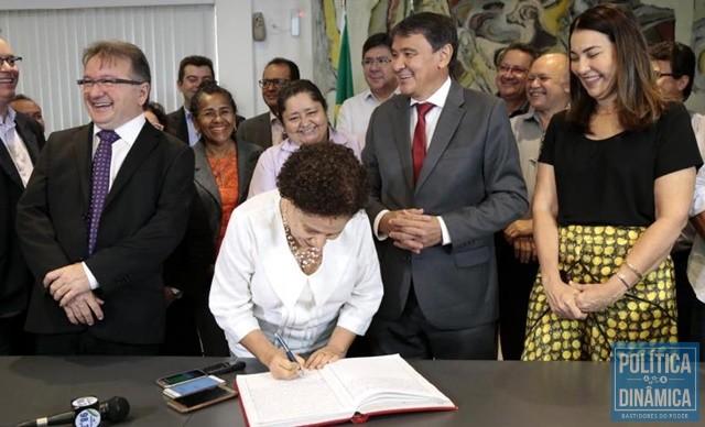 new concept 7b9e7 2fc76 Regina assume o governo interinamente (Foto  Jorge Bastos Governo do Piauí)