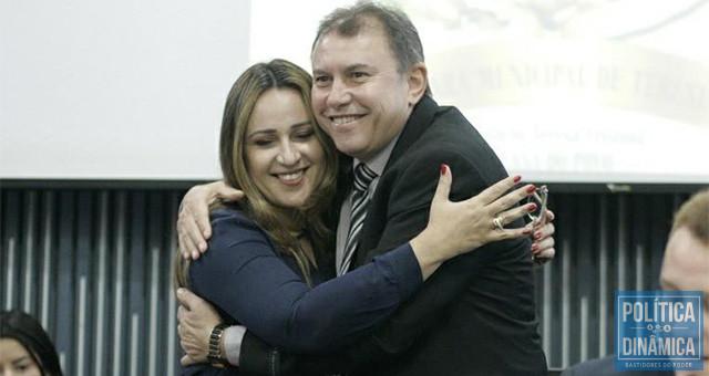 Operação Topique: Rejane Dias e José Barros são muito ligados; juntos no PT, juntos na SEDUC, juntos como investigados por desvio de recursos do transporte escolar (foto: Facebook de Rejane Dias)