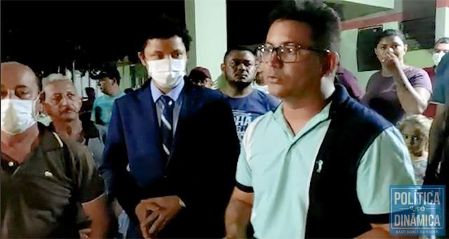 Thalles Marques, o novo prefeito de Paes Landim, teve que acalmar os ânimos da população revoltada com a atitude dos petistas (foto: reprodução)