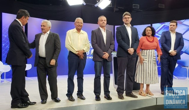 low priced 17ba0 fd1fe Os candidatos pouco antes do início do debate (Foto  Marcos  Melo PoliticaDinamica.