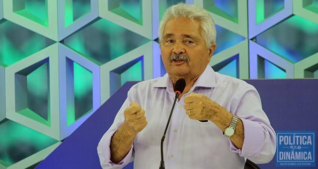 Elmano continua com um patamar baixo de intenção de votos se comparado à votação que ele teve em 2014 para o senador (foto: Marcos Melo | PoliticaDInamica.com)