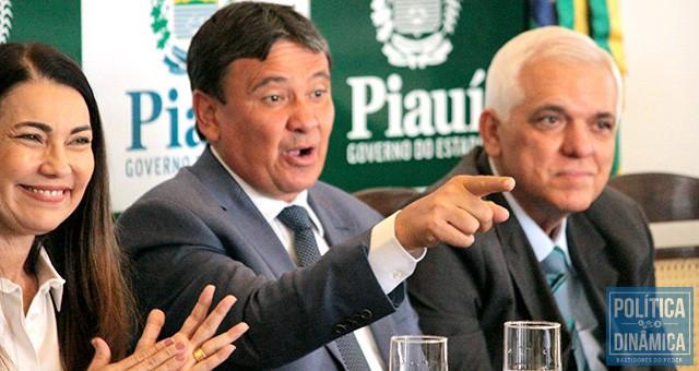 Wellington Dias distraiu Themístocles Filho e Margarete Coelho apontando para um lado enquanto fazia acordo com Marcelo castro do outro (foto: Marcos Melo | PoliticaDInamica.com)