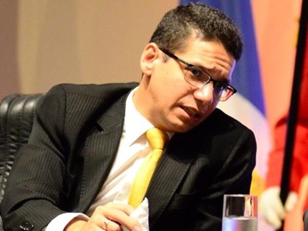 40b857b90 EM REDE SOCIAL, DANIEL OLIVEIRA BATE BOCA COM APROVADOS EM CONCURSO -  Gustavo Almeida - Política Dinâmica