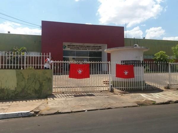 5345f73e3482 GRUPO OCUPA SEDE DO INCRA EM TERESINA - Gustavo Almeida - Política Dinâmica