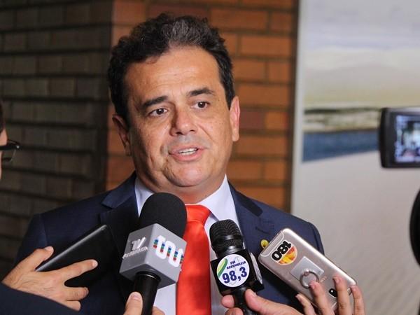 """32f53f3e2d07c4 """"UM DESSERVIÇO, UM DESRESPEITO"""" - Gustavo Almeida - Política Dinâmica"""
