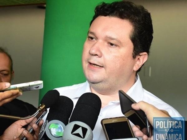 """2e47da70fb53 FÁBIO SÉRVIO CHAMA WELLINGTON DE """"CARA DE PAU"""" - Gustavo Almeida - Política  Dinâmica"""