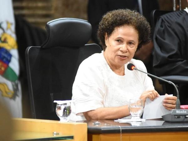 """40332736591828 REGINA CRITICA """"FALTA DE ÊNFASE"""" NO DISCURSO DE BOLSONARO - Gustavo Almeida  - Política Dinâmica"""